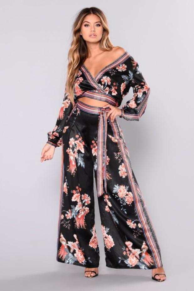 брюки женские: модные с принтом цветы