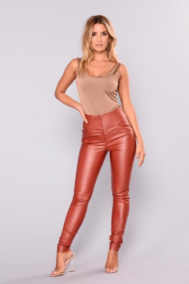 брюки женские: яркие с завышенной талией