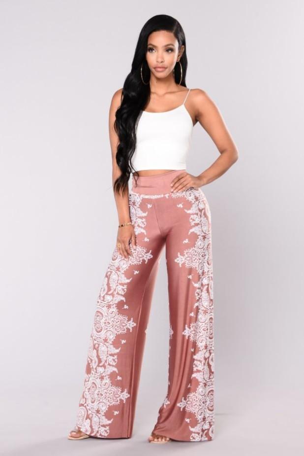 брюки женские: нежные с принтом узорами