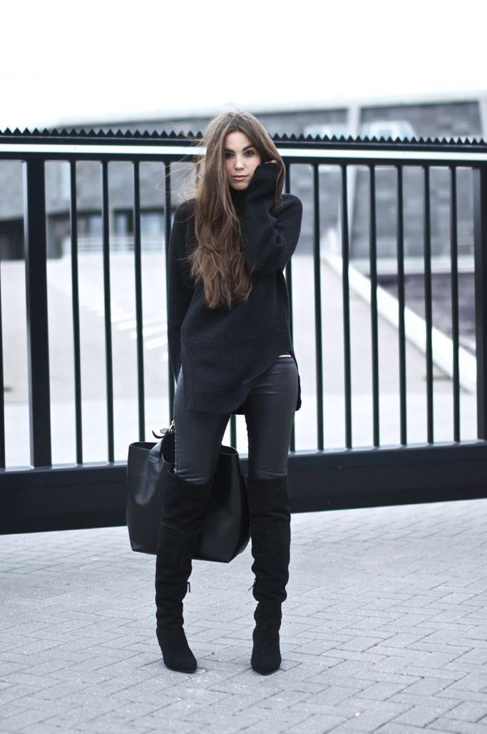модный образ с черными замшевыми сапогами