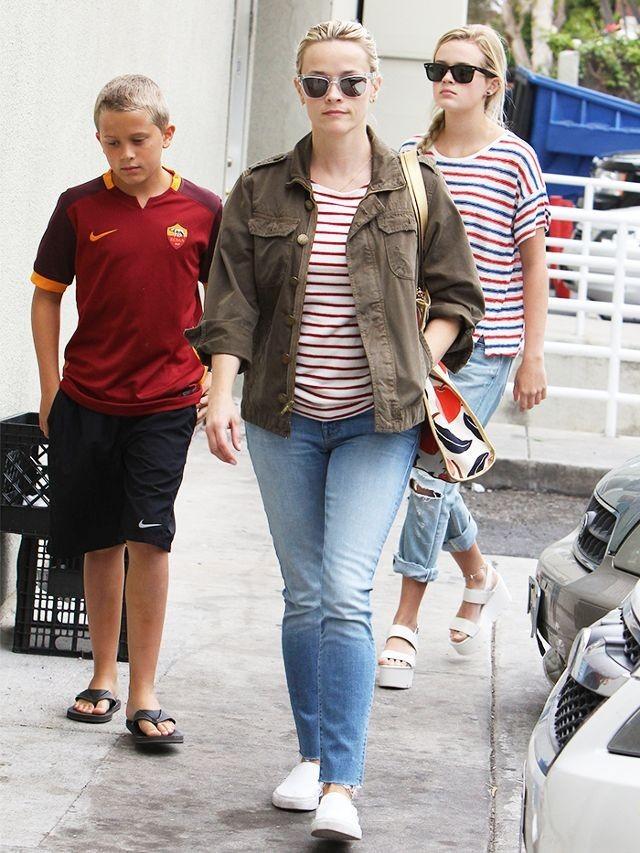 Классические модные джинсы женские фото