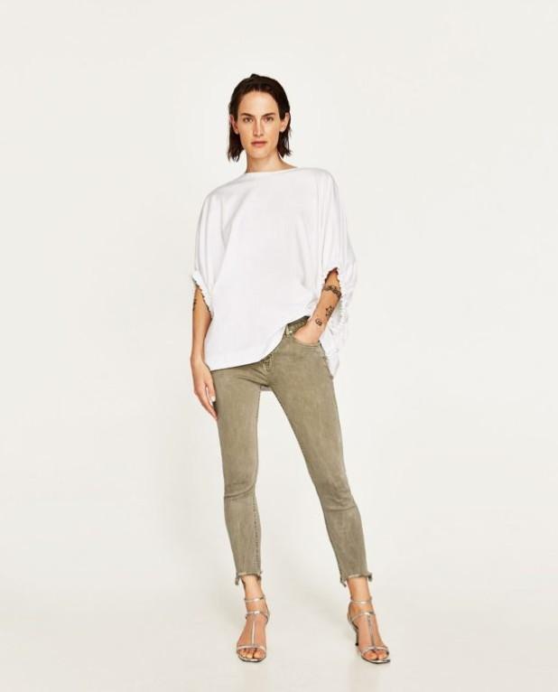 Модные серые женские джинсы