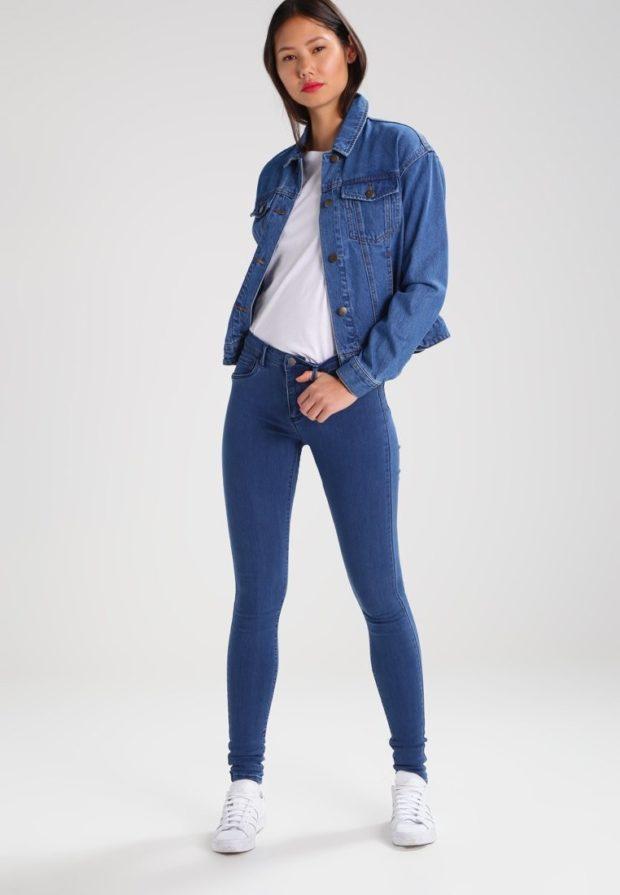 синие джинсы скинни под рубашку