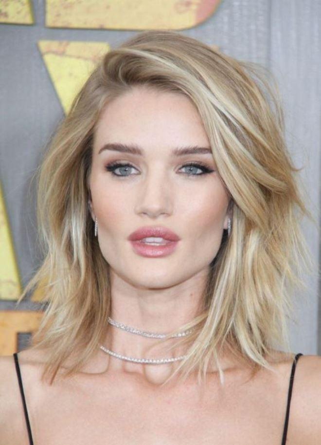 стильные прически 2018 женские на средние волосы фото