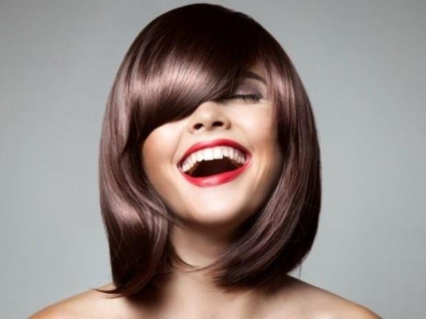 Модные прически каре с челкой 2018 женские на средние волосы фото
