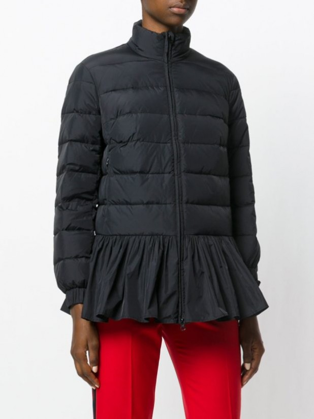 Модные женские пуховики зима 2019-2020: черный с расклешенным низом
