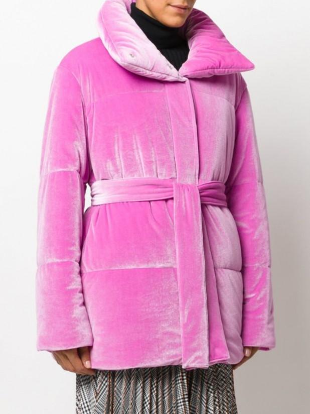Модные женские пуховики: бархатный розовый