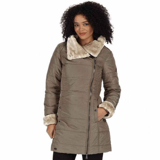 Модные женские пуховики: удлиненный косуха на зиму