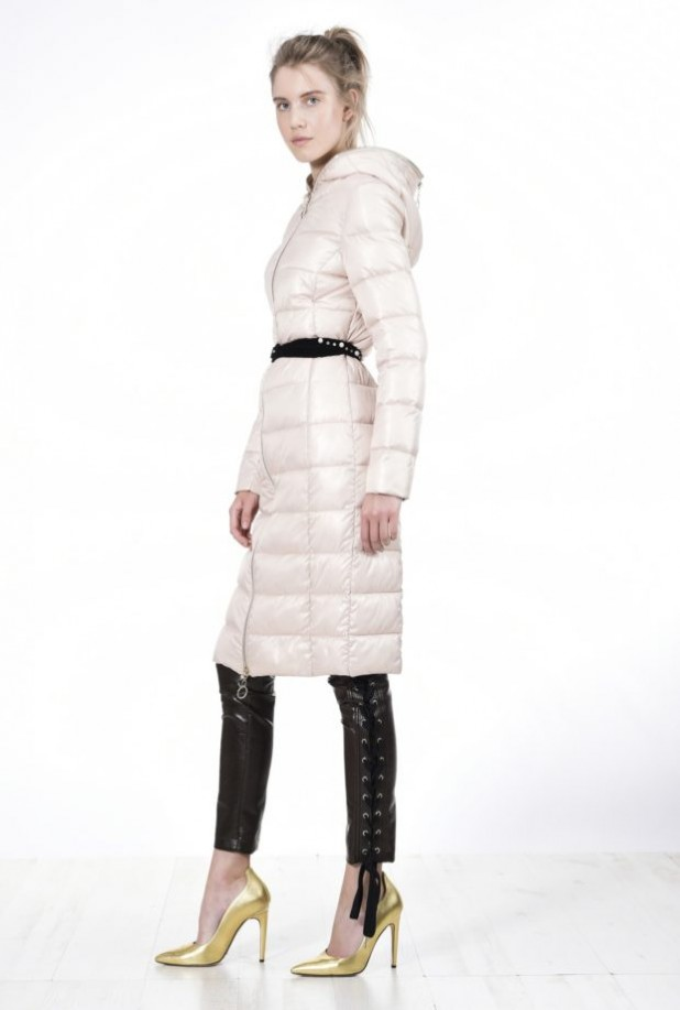 Модные женские пуховики: белый миди