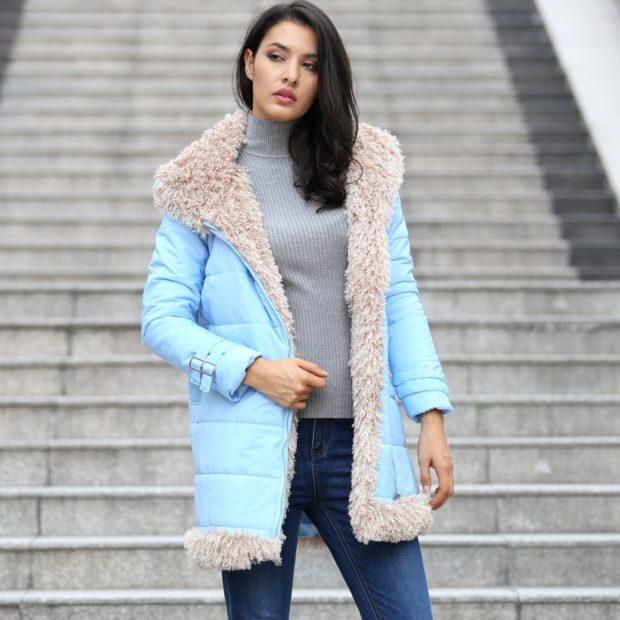 Модные женские пуховики зима 2019-2020: голубой с мехом