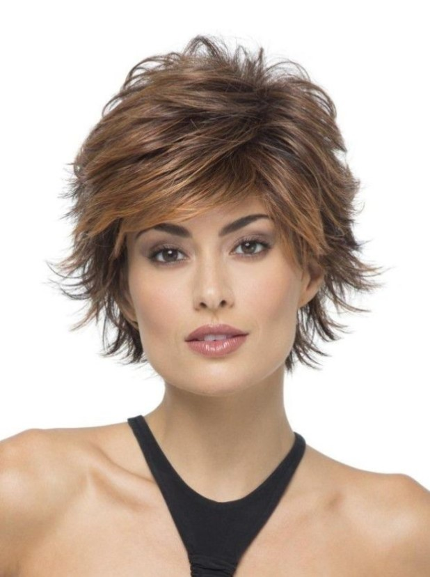 стрижка «каскад» 2018 года на короткие волосы для женщин за 40