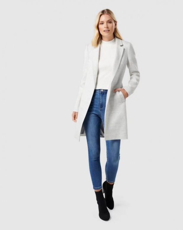 женские куртки осень зима 2019-2020: белое пальто