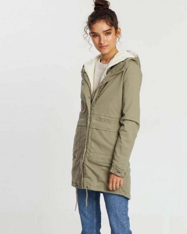 женские куртки осень зима: парка зеленая