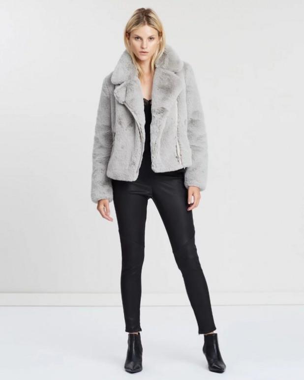 женские куртки осень зима 2019-2020: серая короткая шуба