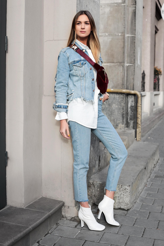 Фото джинсовый костюм и белые сапоги