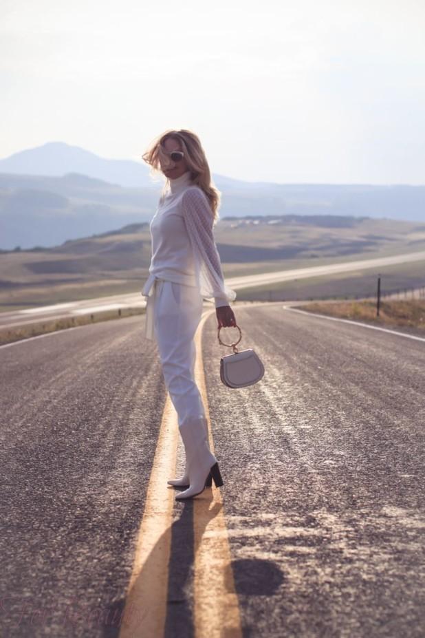 Модный образ с белыми сапогами