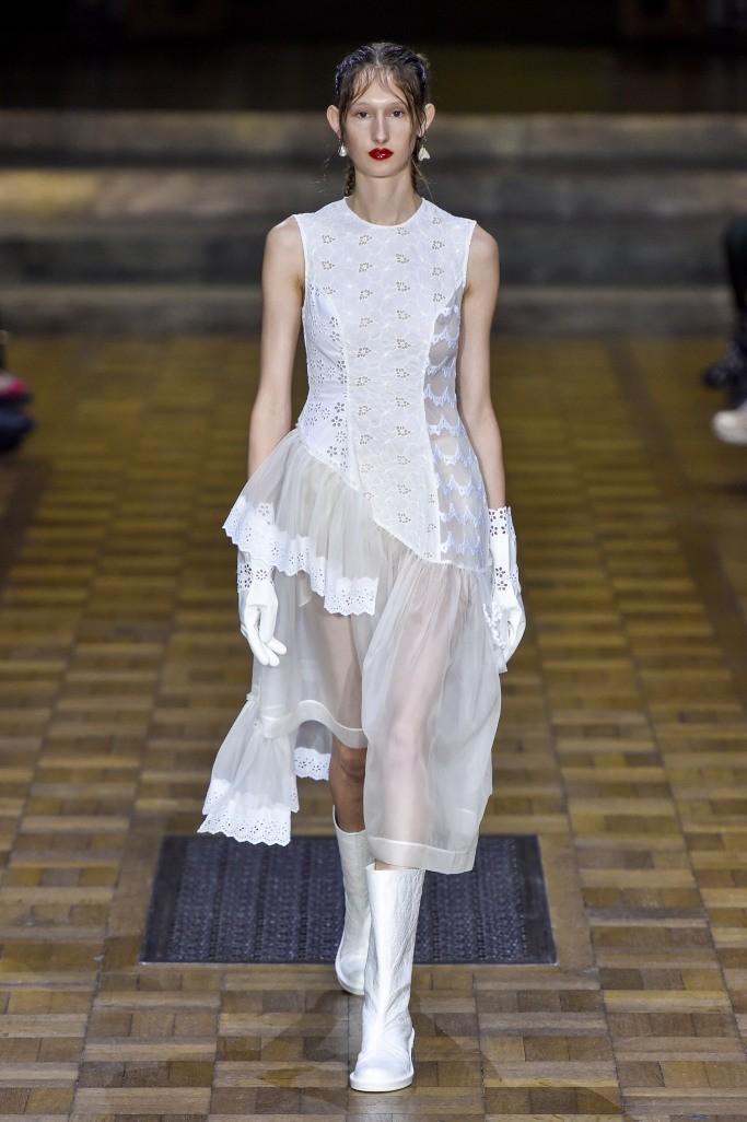 С чем носить белые сапоги зимой 2017 фото