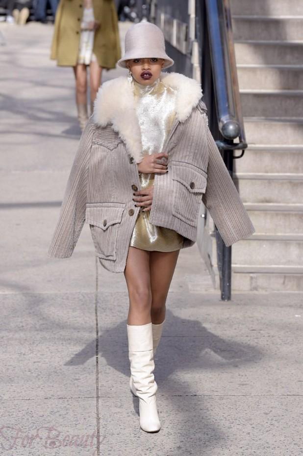 С чем можно носить высокие белые сапоги зимой