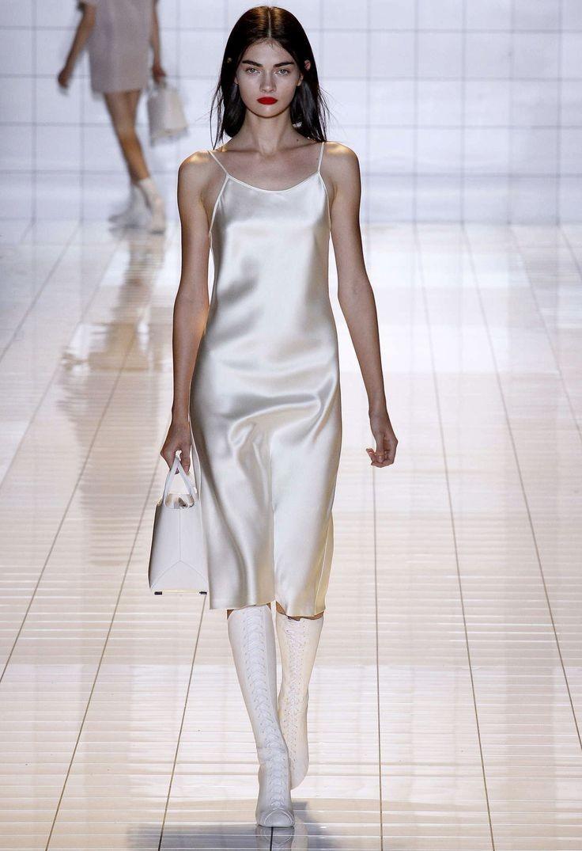 С чем можно носить высокие белые сапоги в 2017 году