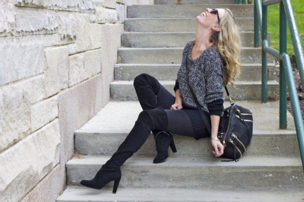 С чем же можно носить черные замшевые ботфорты когда тепло