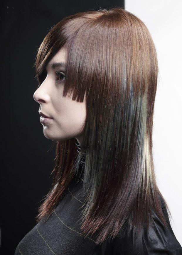 Женская красивая градуированная стрижка на длинные волосы 2018