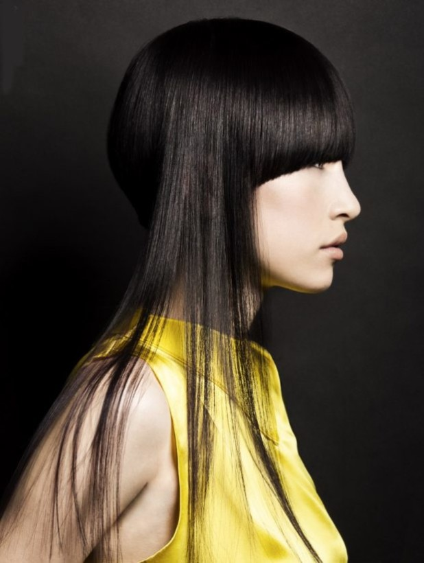 Женская стрижка «Асимметрия» на длинные темные волосы 2018