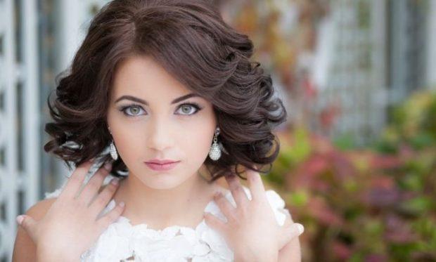 красивая прическа Каскад на средние волосы 2018 2019 фото новинки