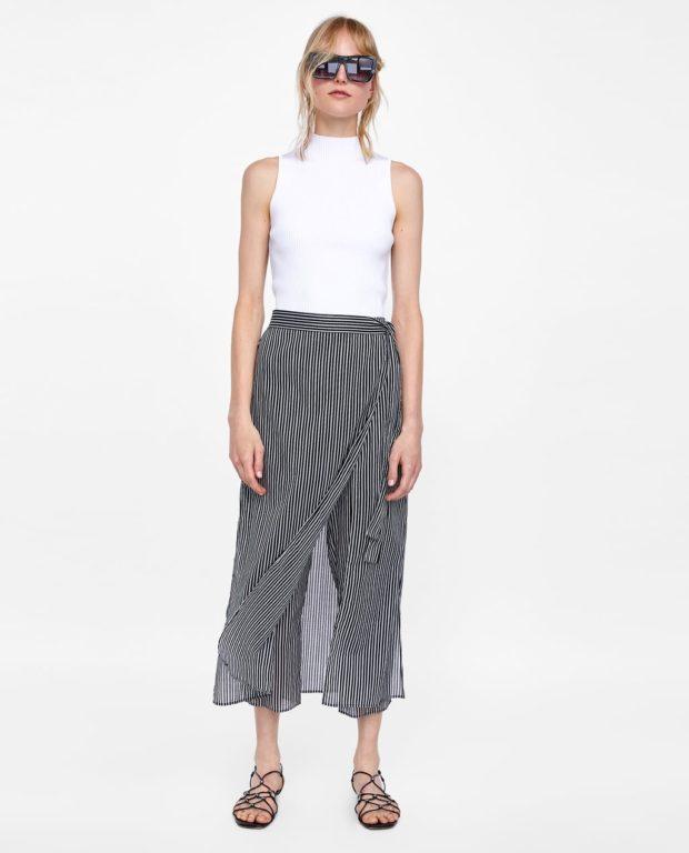 Модная юбка полосатая черная ниже колена