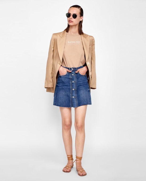 джинсовая синяя на пуговицах короткая