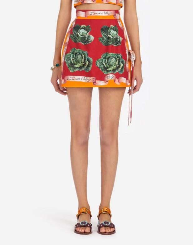 Модная юбка 2018 2019: короткая красная с принтом
