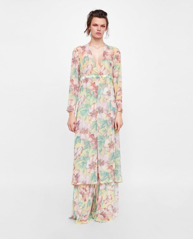 Мода года в женской одежде: длинное платье с принтом