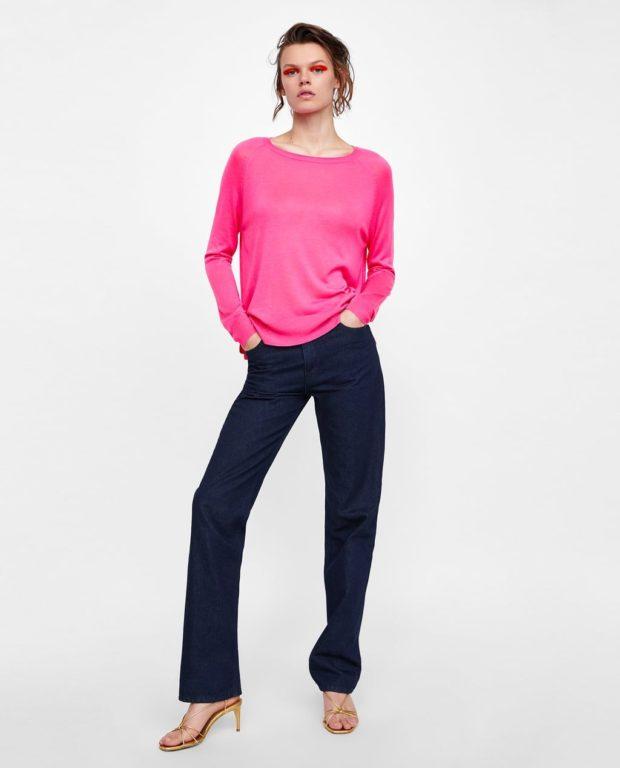 Мода года в женской одежде: розовая кофта