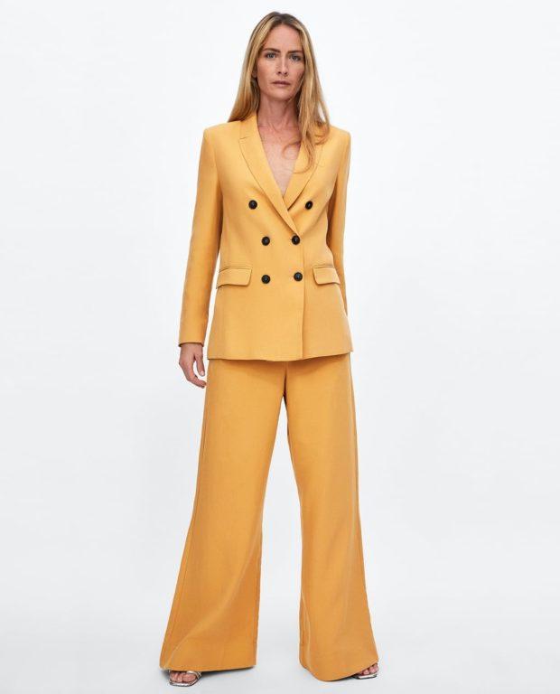 Мода года в женской одежде: желтый костюм