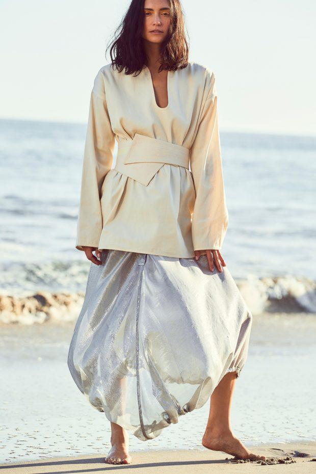 мода в одежде: серебряная юбка