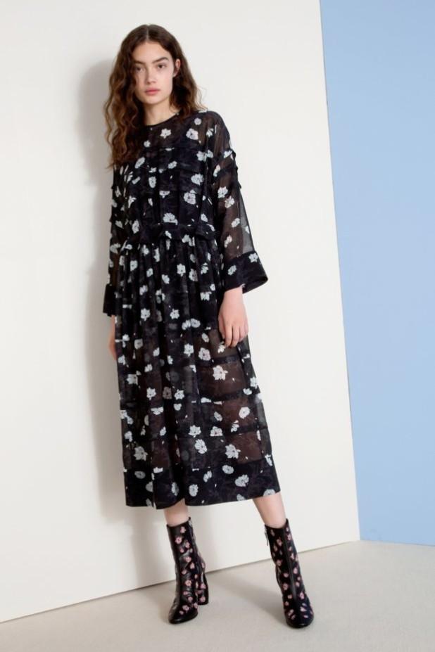 мода в одежде: черное платье с узорами