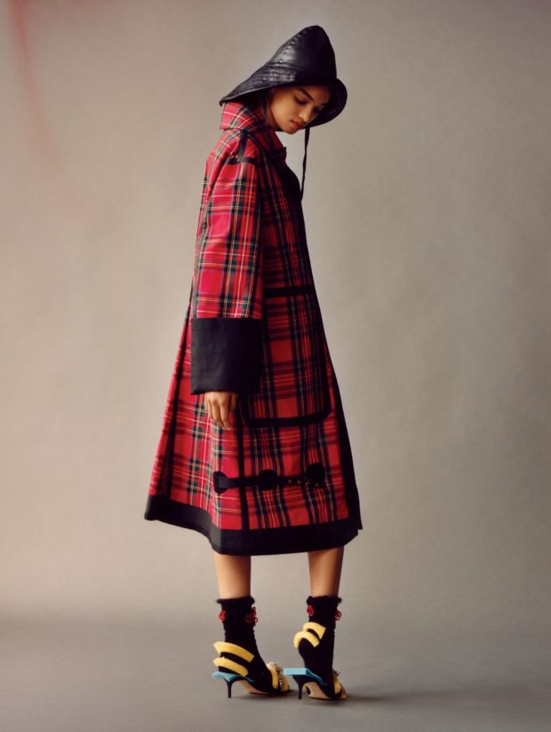 мода в одежде: красное пальто клетка