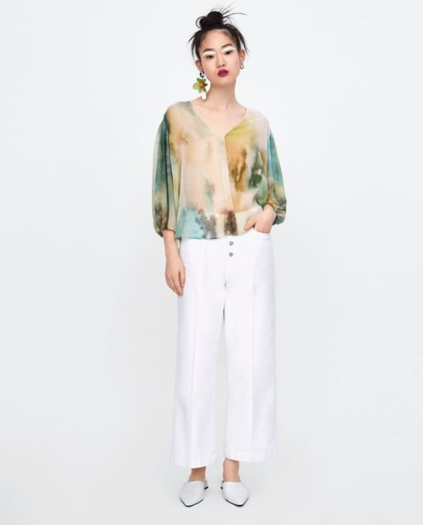 мода в одежде: цветная блузка