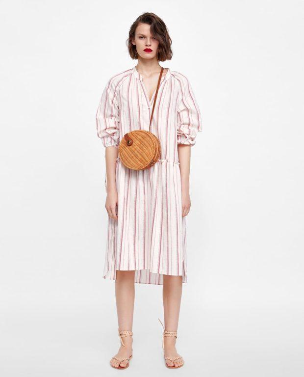 Мода 2019-2020 года в женской одежде: розовое платье в полоску
