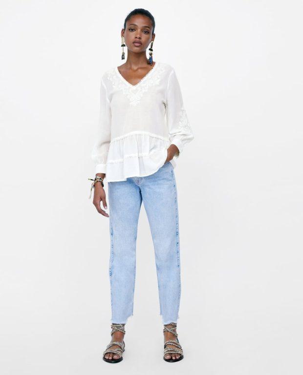 мода в одежде: белая блузка с узорами