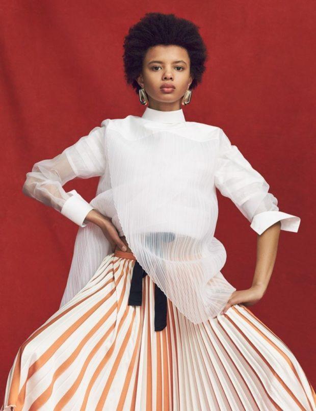 мода в одежде: белая в полоску юбка и блузка
