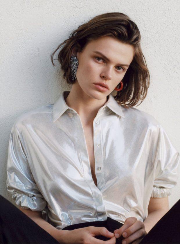 Мода 2019-2020 года в женской одежде: блестящая блуза