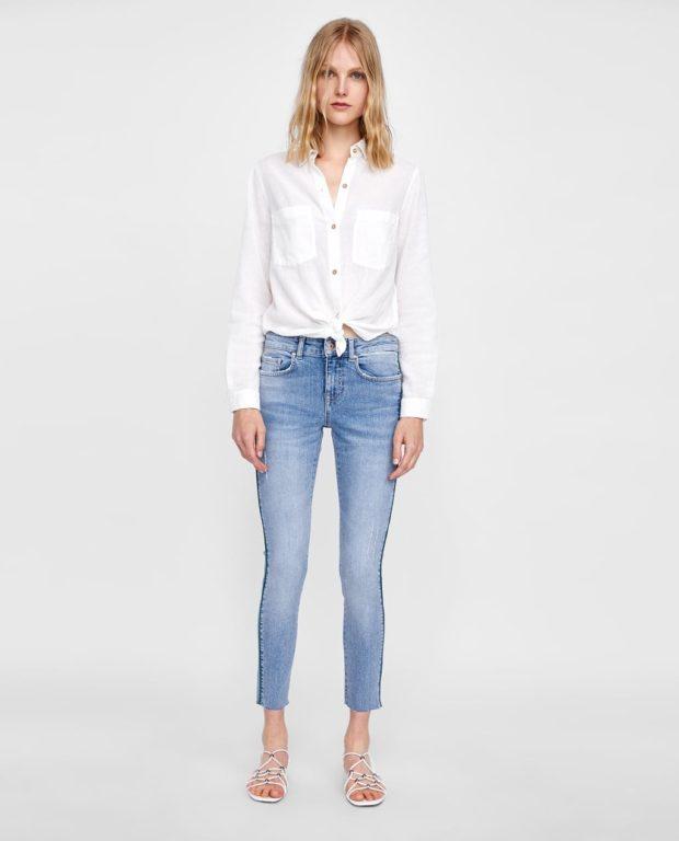 мода в одежде: джинсы и белая рубашка
