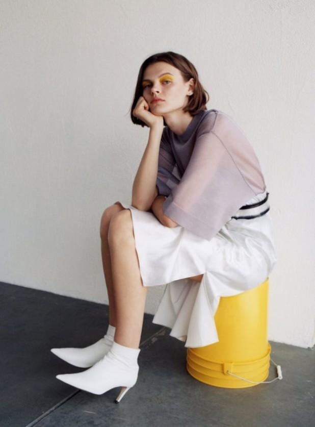 Мода 2019-2020 года в женской одежде: фиолетовая блузка