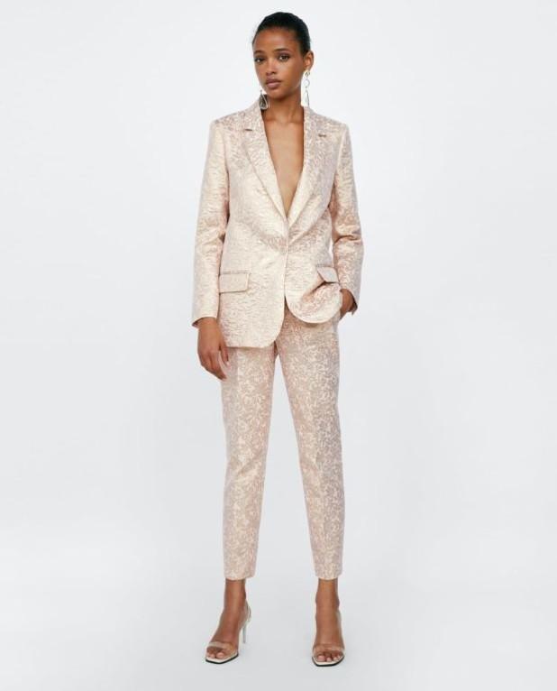 модные розовые женские брюки