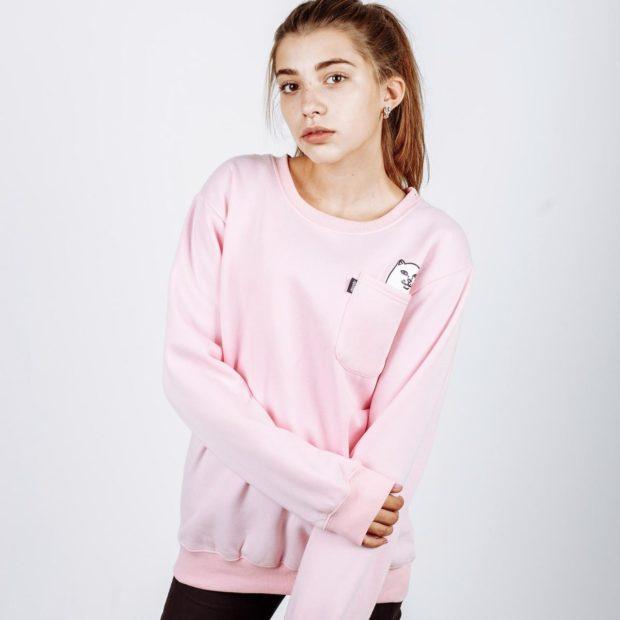 модный розовый свитшот