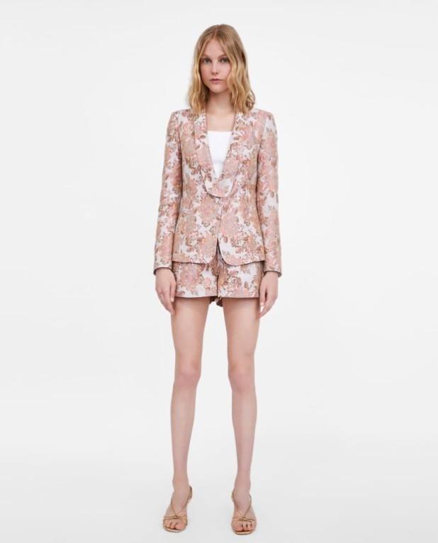 розовый костюм женский