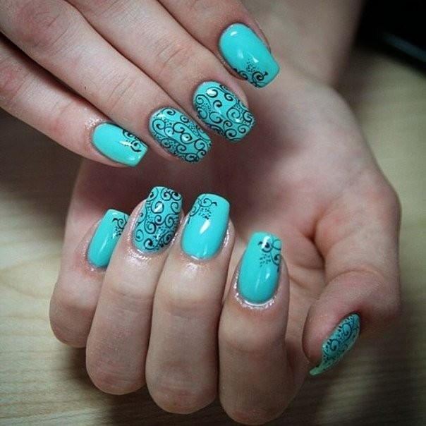 Дизайн ногтей гель лаком в бирюзовом цвете